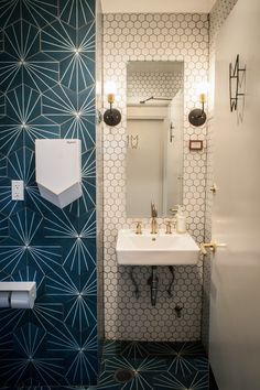 Super Ideas For Bath Room Wallpaper Grey Interior Design Restaurant Bad, Restaurant Bathroom, Restaurant Design, Restaurant Tables, Grey Interior Design, Bathroom Interior Design, Bad Inspiration, Bathroom Inspiration, Commercial Design