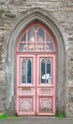 #doors #colorful #design @artisanslist ❤️ ❤️ ❤️    A surprise color! Tallinn, Estonia