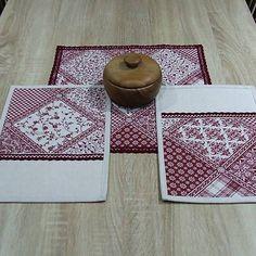 4 x bordó na režnej(patchwork)- prestieranie / atelierSISA - SAShE. Home Textile, Decorative Boxes, Textiles, Home Decor, Scrappy Quilts, Room Decor, Home Interior Design, Cloths, Fabrics