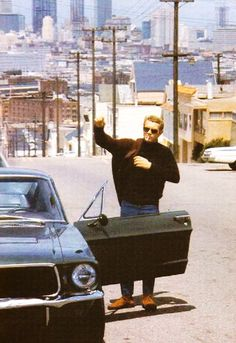 Steve McQueen in San Francisco with his 1968 Bullit Mustang Steven Mcqueen, Mustang Fastback, Ford Mustang, Mustang Bullitt, 1968 Mustang, Bruce Lee, Steve Mcqueen Style, Steve Mcqueen Movies, Steve Mcqueen Bullitt