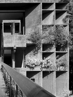 Brunner Sanina - Architect - Le Corbusier - Palais des Filateurs - Ahmedabad - India - 1951 - photo by Cemal Emden Le Corbusier, Space Architecture, Gothic Architecture, Architecture Details, Chandigarh, Ahmedabad, Luigi Snozzi, Villa Savoye, Famous Architects