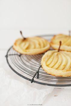 vanilla pear tartelettes with marzipan