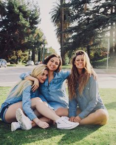 Best friend tag, 3 best friends, closest friends, three friends, cute f Best Friend Tag, Best Friend Pictures, Best Friend Goals, Best Friends, Closest Friends, Three Friends, Friends Picture Frame, Friend Poses, Bff Pictures