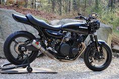 """Cafe Racer Pasión — Kawasaki 1976 """"Restomod"""" by Outlaw Custom. Kawasaki Cafe Racer, Kawasaki Motorcycles, Custom Street Bikes, Custom Bikes, Bobber Custom, Moto Car, Drag Bike, Cafe Racer Build, Bobber Motorcycle"""