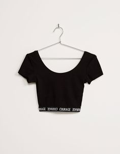 BSK cropped elastic band top with text. Discover this and many more items in Bershka with new products every week Teen Fashion Outfits, Stylish Outfits, Girl Outfits, Cute Outfits, Vetement Fashion, Summer Outfits For Teens, Crop Top Outfits, Cute Crop Tops, Trendy Tops