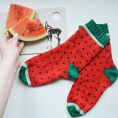 toowooltobecool melon socks knitting instructions GERMAN watermelon house socks melon motif summer Instructions for part 1 of my popular super sweet sock fruit series - the summery, fresh melon socks! Find it on Etsy. Fair Isle Knitting Patterns, Knitting Charts, Knitting Socks, Knit Patterns, Knitting For Kids, Knitting Projects, Baby Knitting, Crochet Ripple, Knit Crochet