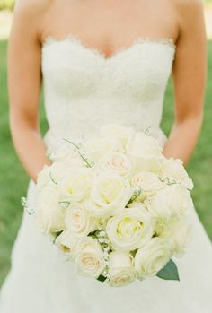 Roses + baby's breath   Photography: Lindsay Madden