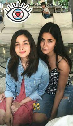 Alia bhatt and Katrina Kaif two beauties together Bollywood Stars, Bollywood Fashion, Bollywood Girls, Teen Actresses, Indian Actresses, Bollywood Celebrities, Bollywood Actress, Priyanka Chopra Wedding, Alia Bhatt Photoshoot