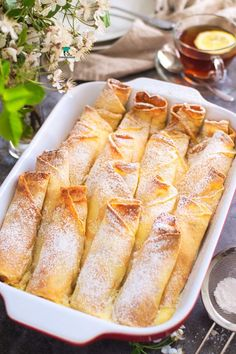 Koktajl jogurtowy z mango (mango lassi) Dessert Cake Recipes, Dessert Dishes, Fruit Recipes, Cooking Recipes, Yummy Chicken Recipes, Sweet Recipes, Vegan Dishes, Food Dishes, Good Food