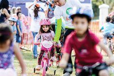 El procedimiento más eficiente y sencillo para enseñar a los chicos el manejo de la bici. Algunos consejos para tener en cuenta. Habitualmente suele enseñarse a los más chicos a montar en bicicleta con dos métodos: las tradicionales