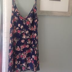 Forever 21 party dress Floral dress that is fit for any party! Size medium Forever 21 Dresses Mini