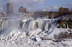 Cataratas del Niagara congeladas.