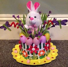 Get crafty with these egg-sellent Easter bonnet ideas! Regardless of your child& age or skill level, you& find some gorgeous Easter inspiration here! Easter Bonnets For Boys, Easter Crafts For Adults, Boys Easter Hat, Easter Hat Parade, Easter Projects, Easter Ideas, Diy Ostern, Easter Activities, Easter Eggs