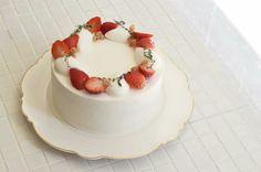 Fruit Birthday Cake, Cute Birthday Cakes, Strawberry Cake Decorations, Birhday Cake, Cake Decorated With Fruit, Strawberry Sweets, Cake Land, Fresh Fruit Cake, Korean Cake