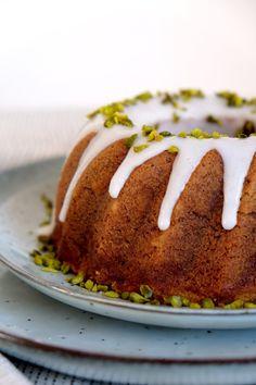 Bundt Cake Pan, Cake Pans, Vanilla Sugar, Vanilla Cake, Whipped Butter, Drizzle Cake, Cooking Spoon, Pistachio, Sour Cream