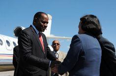 El Primer Ministro de Dominica, Roosevelt Skerrit (I), a su arribo al Aeropuerto Internacional José Martí, en La habana, Cuba, el 27 de enero de 2014, para participar en la II Cumbre de la Comunidad de Estados Latinoamericanos y Caribeños (Celac). AIN FOTO/Omara GARCÍA MEDEROS