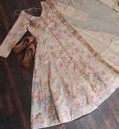 Girls Frock Design, Fancy Dress Design, Stylish Dress Designs, Girls Dresses Sewing, Stylish Dresses For Girls, Stylish Dress Book, Simple Pakistani Dresses, Pakistani Dress Design, Indian Dresses