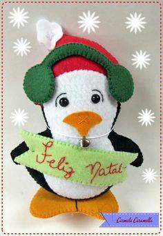Pinguim Christmas Bird, Felt Christmas Ornaments, Xmas, Sewing Stuffed Animals, Jelsa, Baby Sewing, Felt Crafts, Pet Birds, Projects To Try