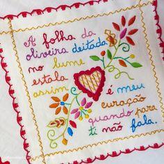 Blogue de notícias, atualidades e curiosidades acerca da cidade de Viana do Castelo, Portugal. Embroidery Patterns, Hand Embroidery, We Are The World, Tarot Decks, Needlepoint, Needlework, Knit Crochet, Arts And Crafts, Bullet Journal