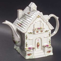 House Tea Pot And Lid in the Old Country Roses pattern by Royal Albert China