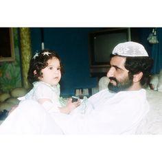 Latifa bint Mohammed bin Rashid Al Maktoum (1ª) con su padre, Mohammed bin Rashid bin Saeed Al Maktoum. Vía: latifamrm1
