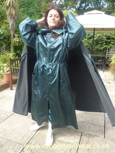 This beautiful babe is showing off her long and luxurious Rubber Rainwear! Mackintosh Raincoat, Rain Cape, Green Raincoat, Rubber Raincoats, Bronze, Capes, Raincoats For Women, Rain Wear, Get Dressed