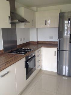 Kitchen Modern Kitchen Cabinets, Kitchen Units, Kitchen Cabinet Design, Interior Design Kitchen, Kitchen Decor, Modern Kitchen Tiles, Country Kitchen, Armoire, Kitchen Remodel