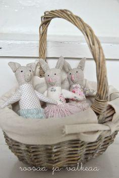 Roosaa ja valkeaa Wicker Baskets, Room, Crafts, Home Decor, Bedroom, Manualidades, Decoration Home, Room Decor, Rooms