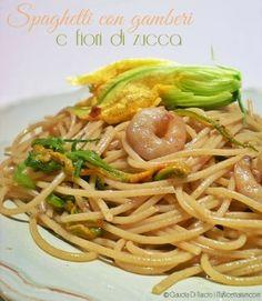 Spaghetti con fiori di zucca e gamberi