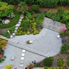 Krásna záhrada môže byť pre nás na jar novým začiatkom, v lete príjemným oddychom, na jeseň farebnou radosťou a v zime chladným potešením.