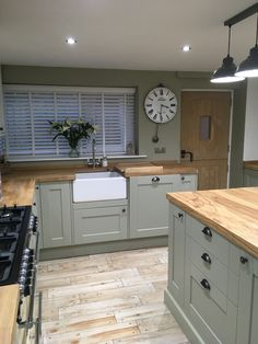 Belfast sink with butchers block worktops Small Kitchen Redo, Open Plan Kitchen Diner, Kitchen Layout, New Kitchen, Kitchen Design, Green Country Kitchen, Country Kitchen Farmhouse, Rustic Kitchen, Kitchen Decor