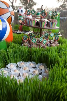 Festa tema Esportes   Macetes de Mãe Party Ideas, Events, Sports Birthday, Embellishments, Girls, Fiestas, Balls, Center Pieces, Fete Ideas