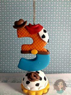 Vela Toy Story em Biscuit, com pavio mágico e base de acrílico.