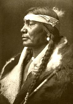 Edward S. Curtis Collection People 013.jpg Gros Ventre - Haaninin