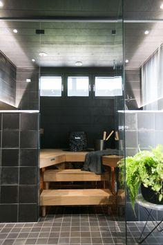 * Seuraavaksi sukelletaan Seinäjoen Asuntomessujen mielestäni kodikkaimpaan sisustukseen eli Kannustalon kohteeseen numero 24, Pohjanmaa. Talossa on yhdistetty taidokkaasti historiaa ja nykypäivää; perinteinen pohjalaistalo on saanut ylleen modernin ilmeen. * * … Sauna Design, Finnish Sauna, Sauna Room, Spa Rooms, Saunas, Basin, Home Projects, My House, Sauna Ideas