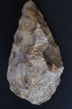 large (22 cm long) handaxe from the Tihodaine site (Tassili n'Ajjer)