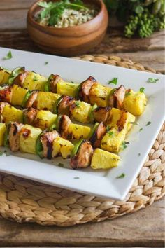 Espetão de frango e abacaxi.