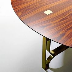 Gambe in ottone e top in palissandro due materiali che rendono GREGORY un tavolo raffinato ed elegante  #marionisrl #notoriouscollection #rosewoodtable #luxurytable #tavolidilusso #design #luxuryliving #interior #luxuryinterior #luxuryfurniture #lifestyle #design #luxurylife #designer #interiordesign #arredamento #design #home #casa #architettura #furniture #madeinitaly #arredo #living #homedesign