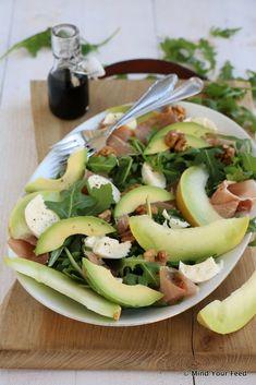 Salade met meloen, rauwe ham en mozzarella - Mind Your Feed, Lunch Recipes, Paleo Recipes, Mozzarella, Savory Salads, High Tea, Caprese Salad, I Foods, Food And Drink, Yummy Food