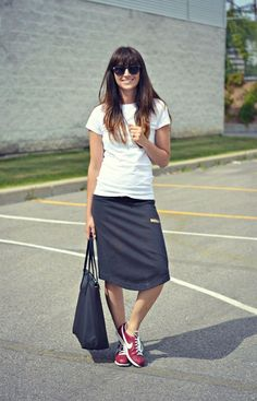 Discover more modest fashion inspiration via @modestonpurpose and on the blog at ModestOnPurpose.blogspot.com!