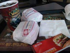 2012년 10월 25일 - 햄버거 행사는 그냥 넘어 갈 수 없지. 주니어 와퍼 하나 사시면 하나 더줘요 해서 먹음. 버거킹은 진짜 맛남.