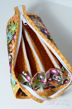 I LOVE THIS BAG!   If you were intrigued by my  post  the other day and thought about purchasing the Sew Together Bag  pattern from Sew Deme...