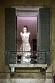 perfect 2436 oil painting handpainted on canvas a woman - Ideas of Painting One Room Flat, Ghost Type, Shut The Door, Creepy Ghost, Sitting Posture, Ghost Pictures, Red Bricks, Haunted Places, American Horror Story
