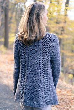 Ravelry: Avix pattern by Jennifer Dassau