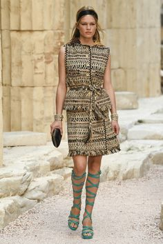 Chanel | Cruise 2018 | Look 3