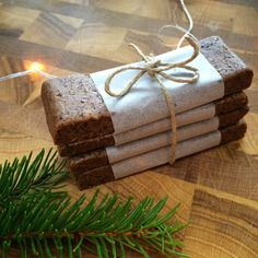Pipari proteiinipatukka raaka Gluten, Protein Bars, Gingerbread, Health Fitness, Gift Wrapping, Vegan, Christmas, Gifts, Food