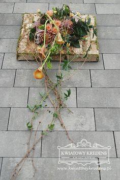 Florystyka nagrobna   Kwiatowy Kredens - Ewa Pamuła, Kwiaciarnia Ochojno Grave Flowers, Funeral Flowers, Funeral Flower Arrangements, Floral Arrangements, Table Flowers, Diy Flowers, Grave Decorations, Sympathy Flowers, Black Flowers
