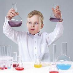 Experimentos de ciencia divertida para hacer con niños. En GuiaInfantil puedes aprender, paso a paso, a hacer experimentos con agua y enseñárselo a los niños de una forma sencilla y muy divertida.