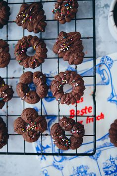 Chocolate Biscuits, Chocolate Muffins, Chocolate Cookies, Chocolate Recipes, Pumpkin Chocolate Chips, Easy Christmas Treats, Christmas Baking, Chocolates, Cookie Recipes
