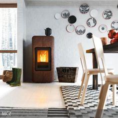 Eine weiße Mauerwand lässt sich im Handumdrehen aufpeppen: Die Wandteller mit schwarz-weißem Muster sorgen für Aufsehen. Die Farbegestaltung der Wandteller…